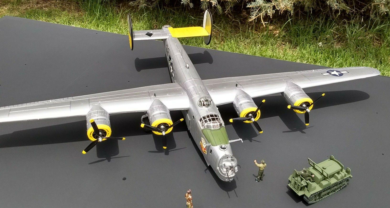 B-24 Liberator American heavy bomber 1:48 Monogram Model
