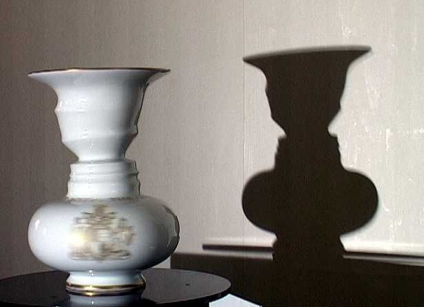 Optical Illusion Vase Made In 1977 Celebrating The Silver Jubilee