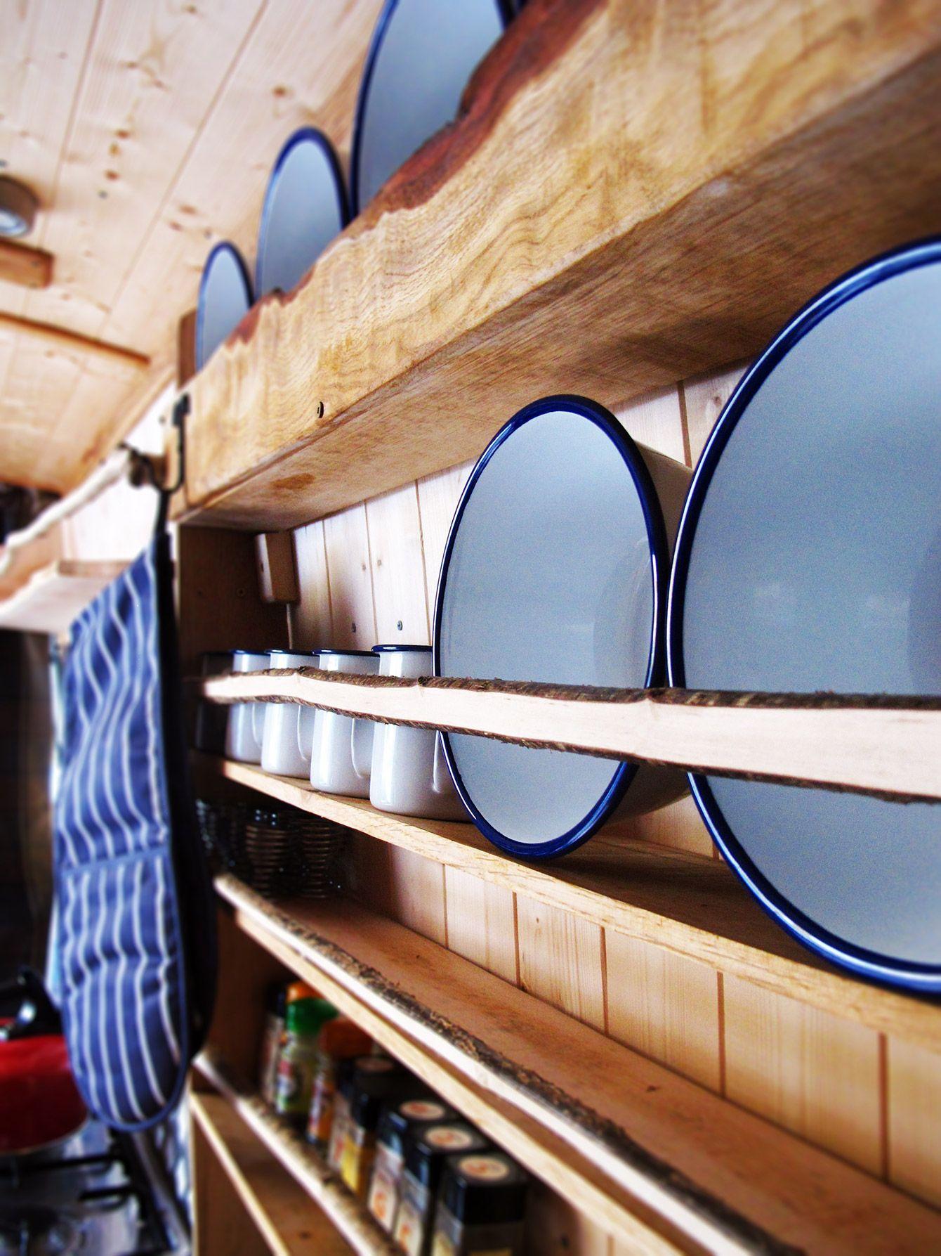 geschirr aufbewahrung im camping bus wohnwagen pinterest campingbus camping und wohnmobil. Black Bedroom Furniture Sets. Home Design Ideas