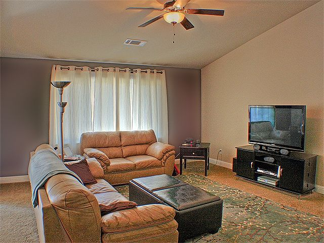 Redding CA   Short Sale   Buyer Opportunity In Crown Estates! Crown EstateTwo  Tone PaintPainting Living ...