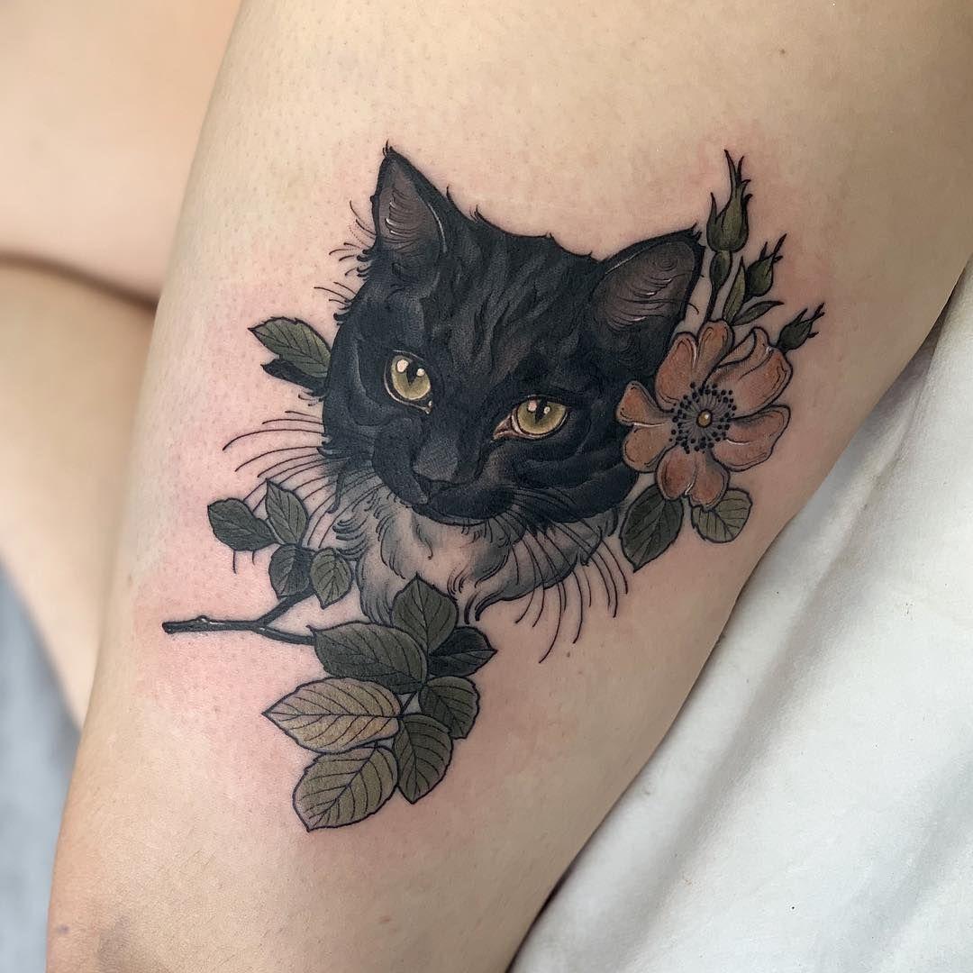 """Photo of Ellie Tattoo en Instagram: """"¡Tats de gato! muchas gracias Stephanie 🐱 con la esperanza de ver todos los retratos de mascotas cuando abro mis libros el domingo 🤞🏼🤞🏼🤞🏼 """""""