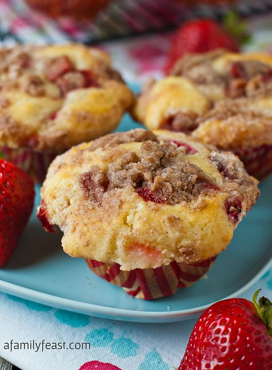Strawberry Cheesecake Streusel Muffins - Super moist, sweet and delicious muffins with strawberries and cinnamon.