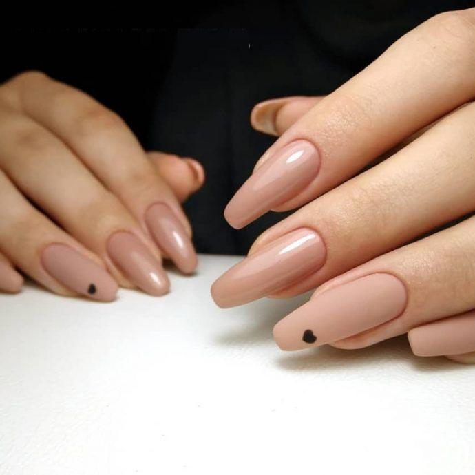 Маникюр нюдовый с черным: 25 варинатов дизайна ногтей на ...