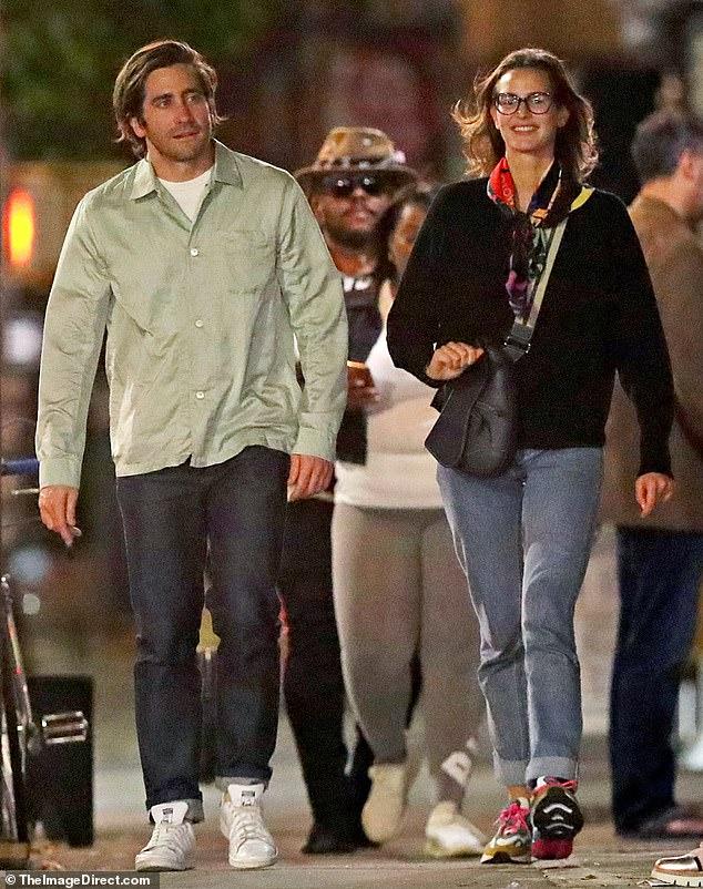 Jake Gyllenhaal and model Jeanne Cadieu enjoy a casual
