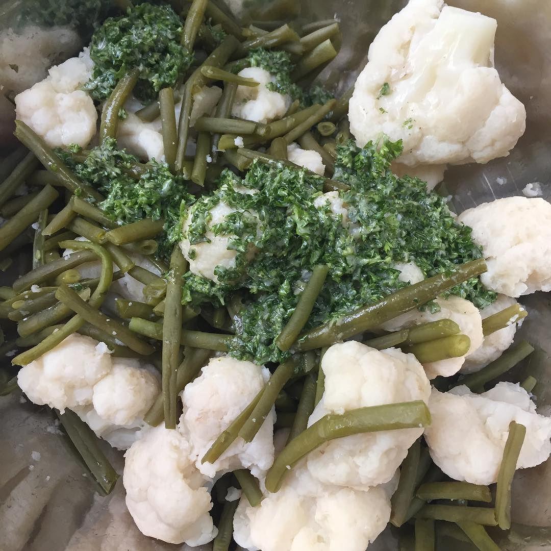 Salade de chou-fleur aux haricots #salade #choufleur #haricots #cuisinemaison #cuisine #food #homemade #faitmaison N'hésitez pas à nous demander la recette nous la publierons dans notre bloghttp://ift.tt/2nr5K9O #eat #foodporn#instagood #photooftheday#yummy #sweet #yum #Instafood #dinner #fresh #eatclean #foodie #hungry #foodgasm #tasty #eating #foodstaggram #cooking #delish #foodpics #french Vous pouvez nous suivre dans Twitter @mememoniq ou sur Facebook http://ift.tt/1JA3KvP