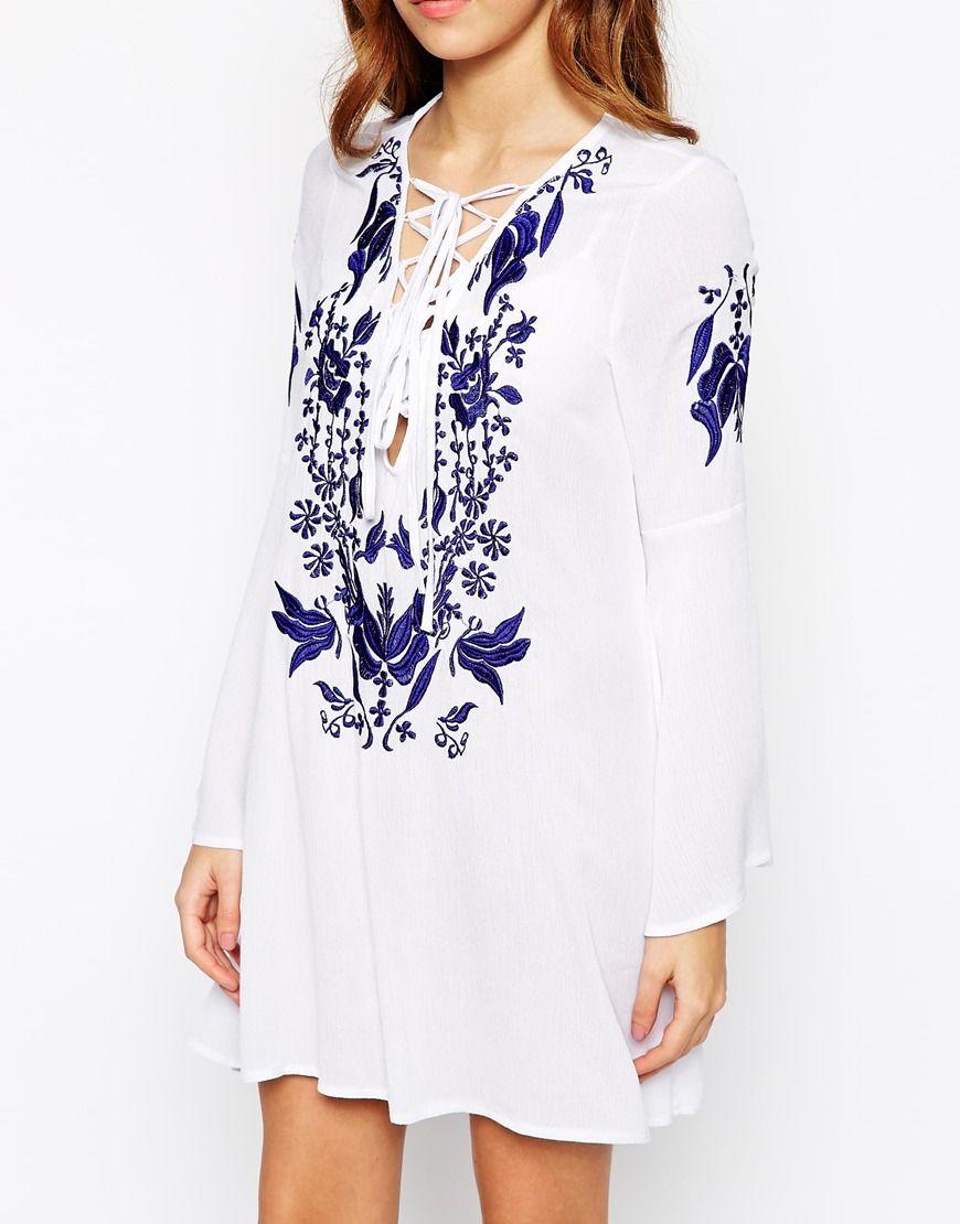 Glamorous Tall – Besticktes Kleid zum Schnüren mit Glockenärmeln ...