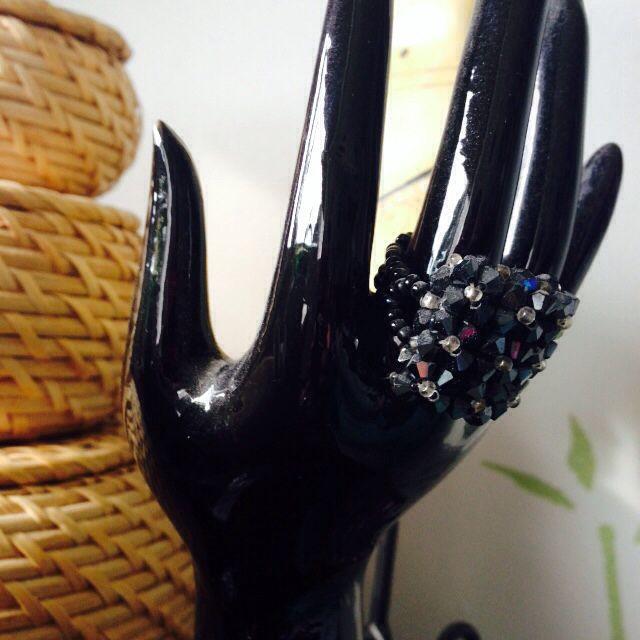 Bague noire en perles
