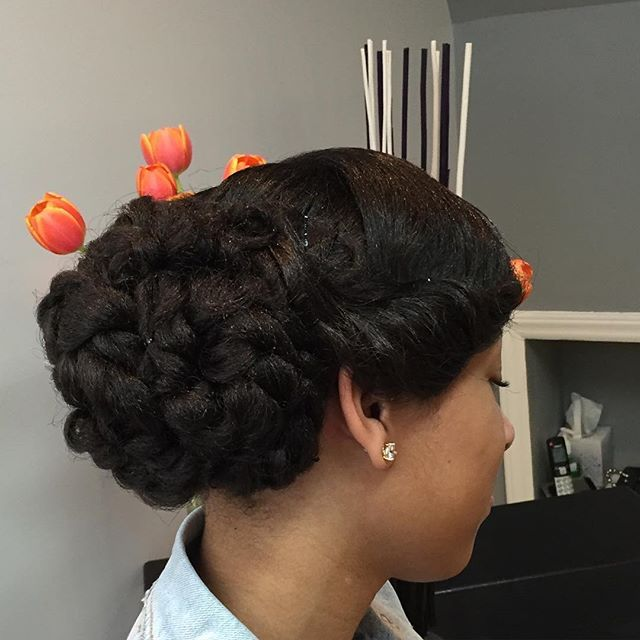 Crochet Braid Bun Think Outside The Box Crochet Braiding Technique Can Be Used To Create Many Different Lo Natural Hair Styles Hair Inspiration Hair Styles