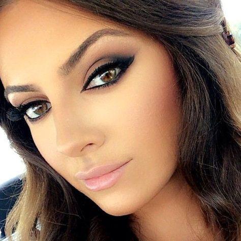 Un Make Up Que Nos Saca De Cualquier Apuro Para Una Fiesta De Noche Prueba Con Los Labios Oscu Maquillaje Labios Oscuros Maquillaje Piel Morena Labios Oscuros