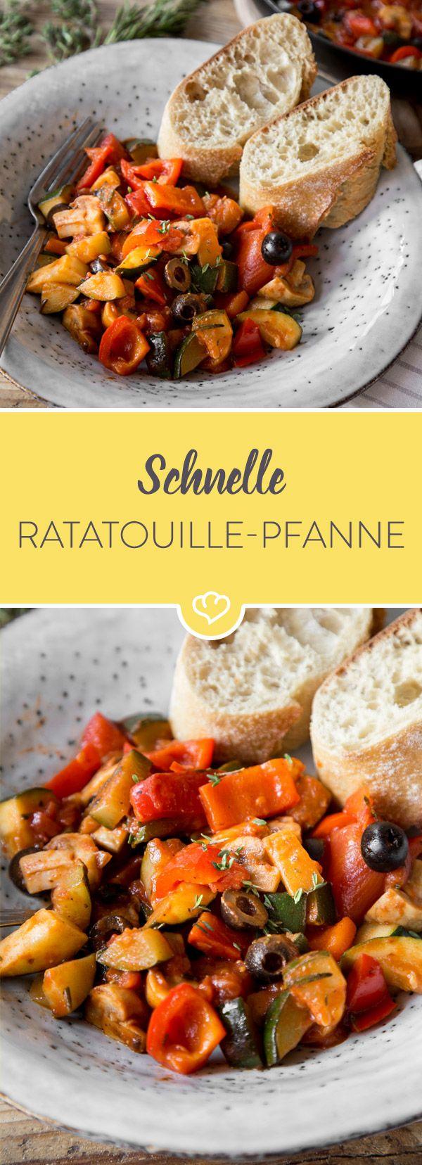 Spätestens seit Disneys kleinem Küchenchef heiß begehrt: Schnelles Ratatouille - hier mit Paprika, Zucchini und Champignons aus der Pfanne. #veganerezeptemittag