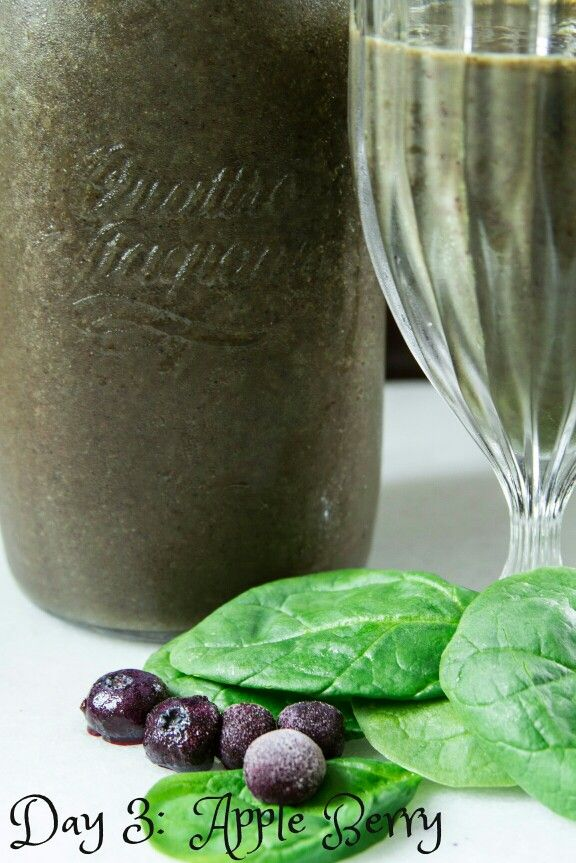10 Day Green Smoothie Cleanse :  Day 3  - Apple Berry
