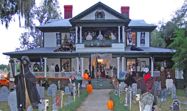 Over The Top Halloween Decorations Halloween Lawn