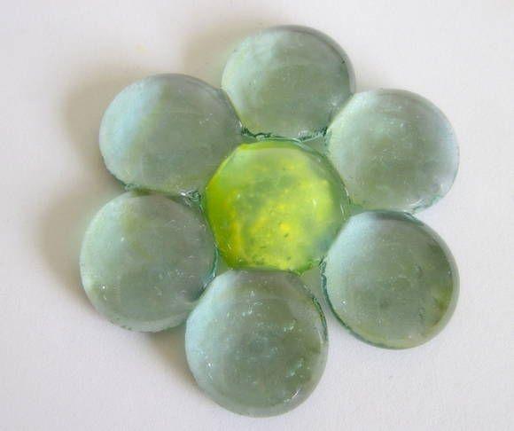 Flor de vidro para composição de mosaicos , bijuterias ou outras aplicações decorativas  ou artesanais R$ 6,90