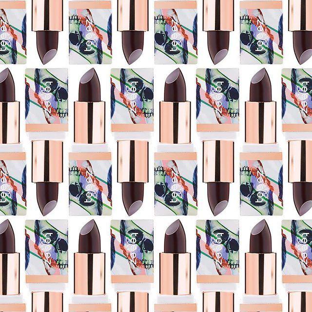 Perfecto para Halloween. 👻 Nuestra barra de labios Material Lipstick 💄 en color Decleving Desirete te ayudará a conseguir los labios más vampíricos de la fiesta. Consíguelo en Druni Perfumerias.