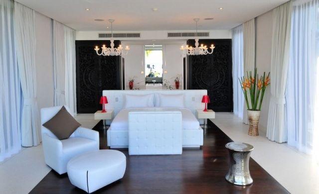 Platz Des Bettes Und Runtergehängter Decke/ Luxus Schlafzimmer Einrichtung  Schwarz Weiß Kronleuchter