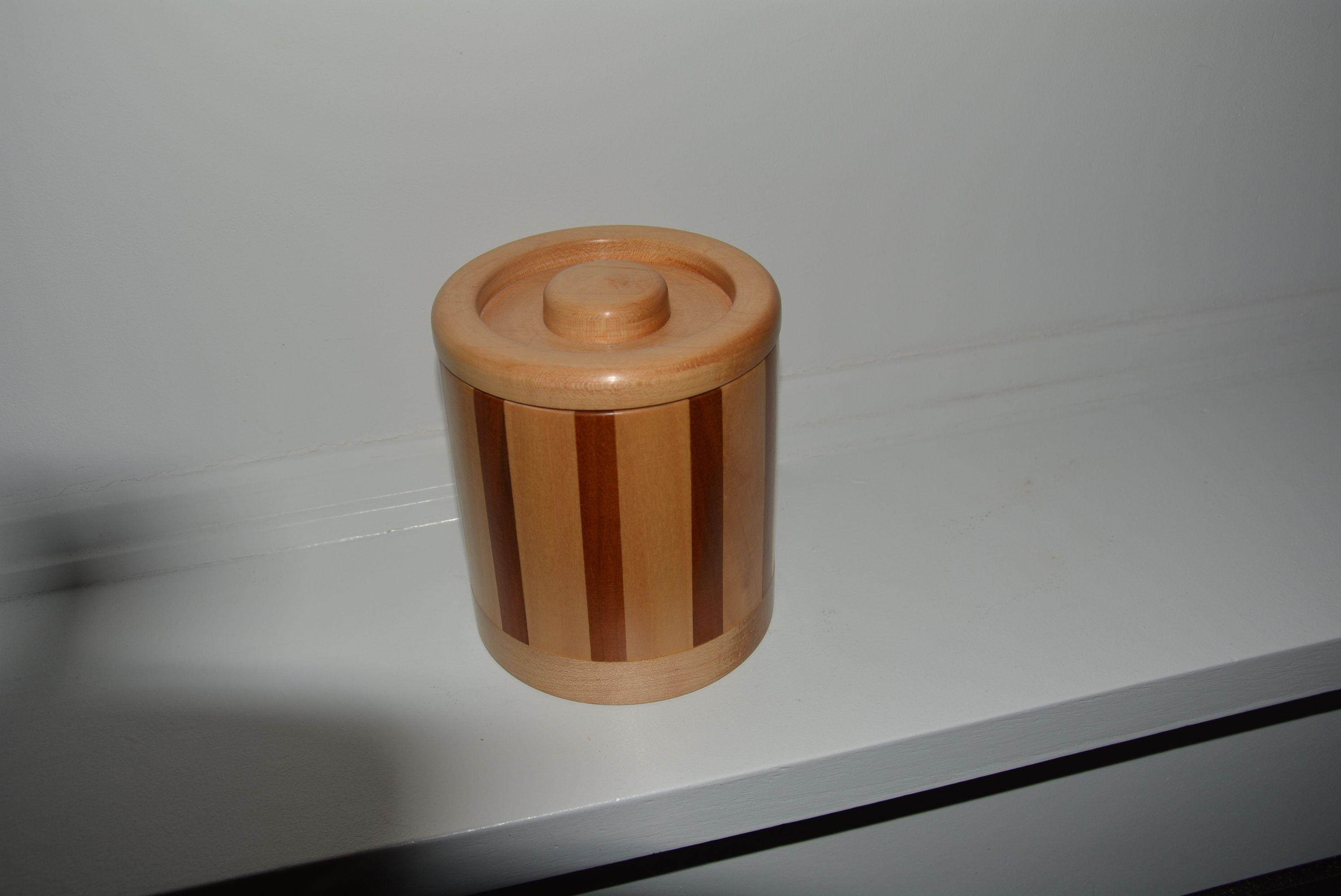 prachtige handgedraaide houten box in cerise en esdoorn ideaal