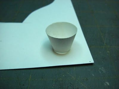 Dollhouse Miniature Furniture - Tutorials | 1 inch minis: How to make a faucet planter and daisies