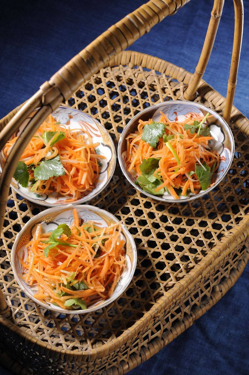 Carrot and Mitsuba Salad with Citrus Dressing