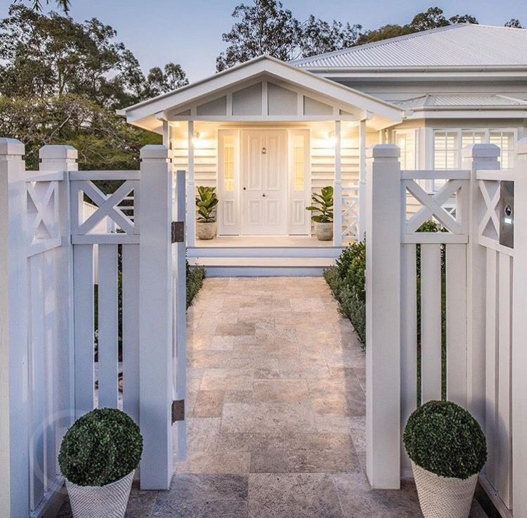 Sweet fence idea home ideas pinterest exterior for Front door queenslander