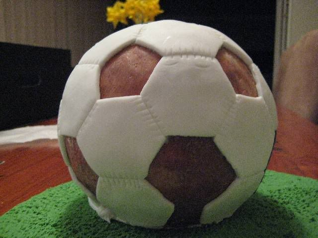 The Claytons Blog How to make a soccer ball cake tutorial
