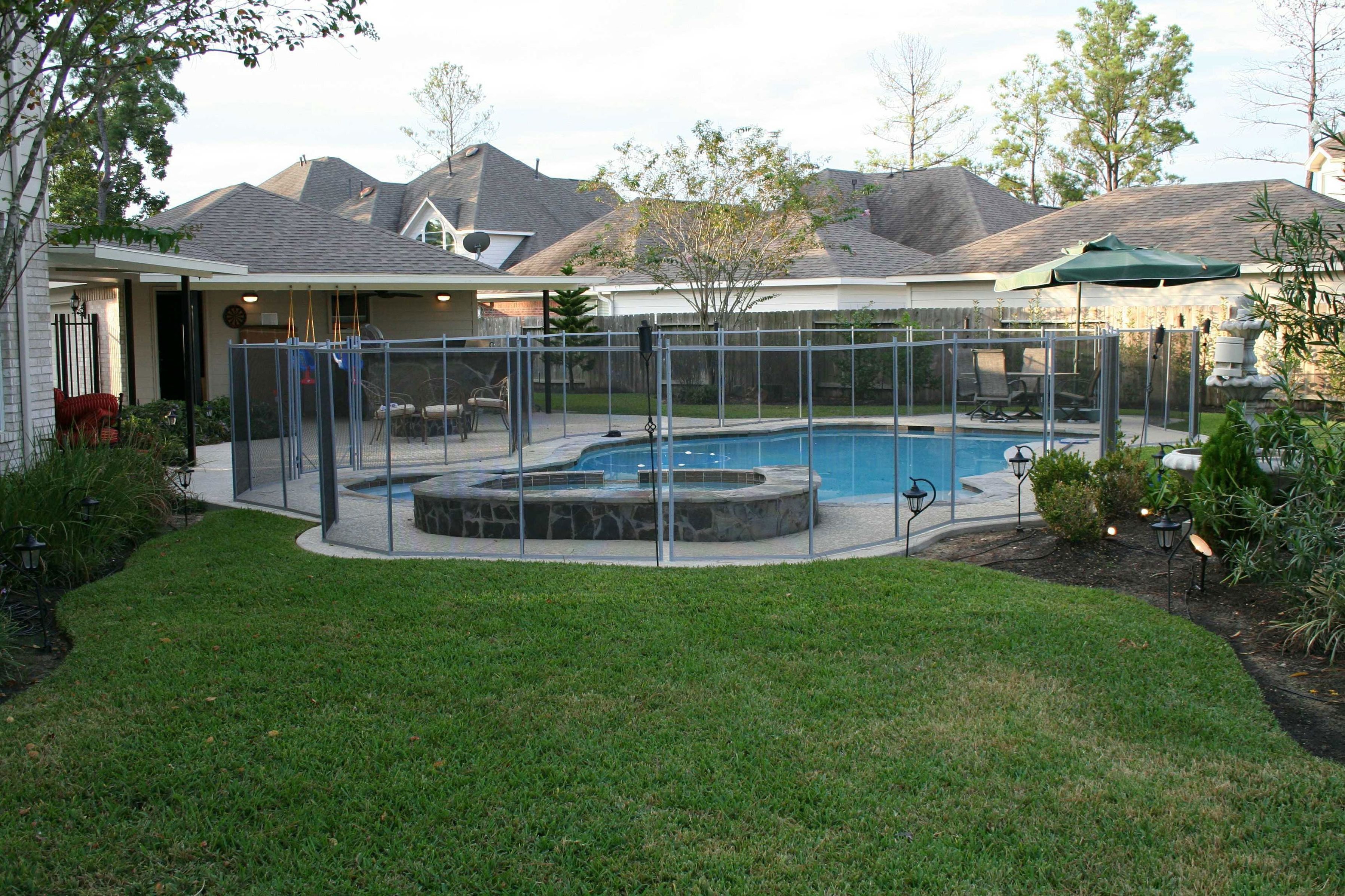 Right Here We Take A Look At 27 Innovative Swimming Pool Fence Pointers For Domestic Residences Sharing Some Resou Pool Fence Backyard Pool Mesh Pool Fence