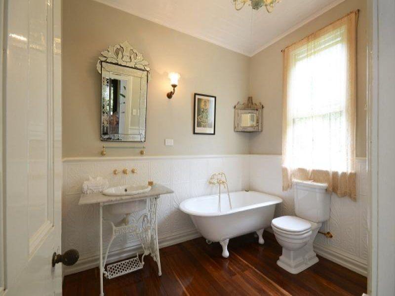 Ordinaire French Provincial Bathroom Design With Claw Foot Bath Using Ceramic    Bathroom Photo 523329