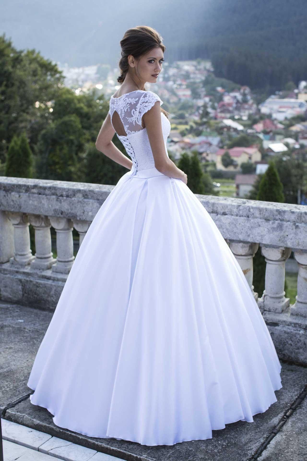 d201a1f47248 Značkované svadobné šaty na predaj s čipkovaným korzetom a saténovou sukňou