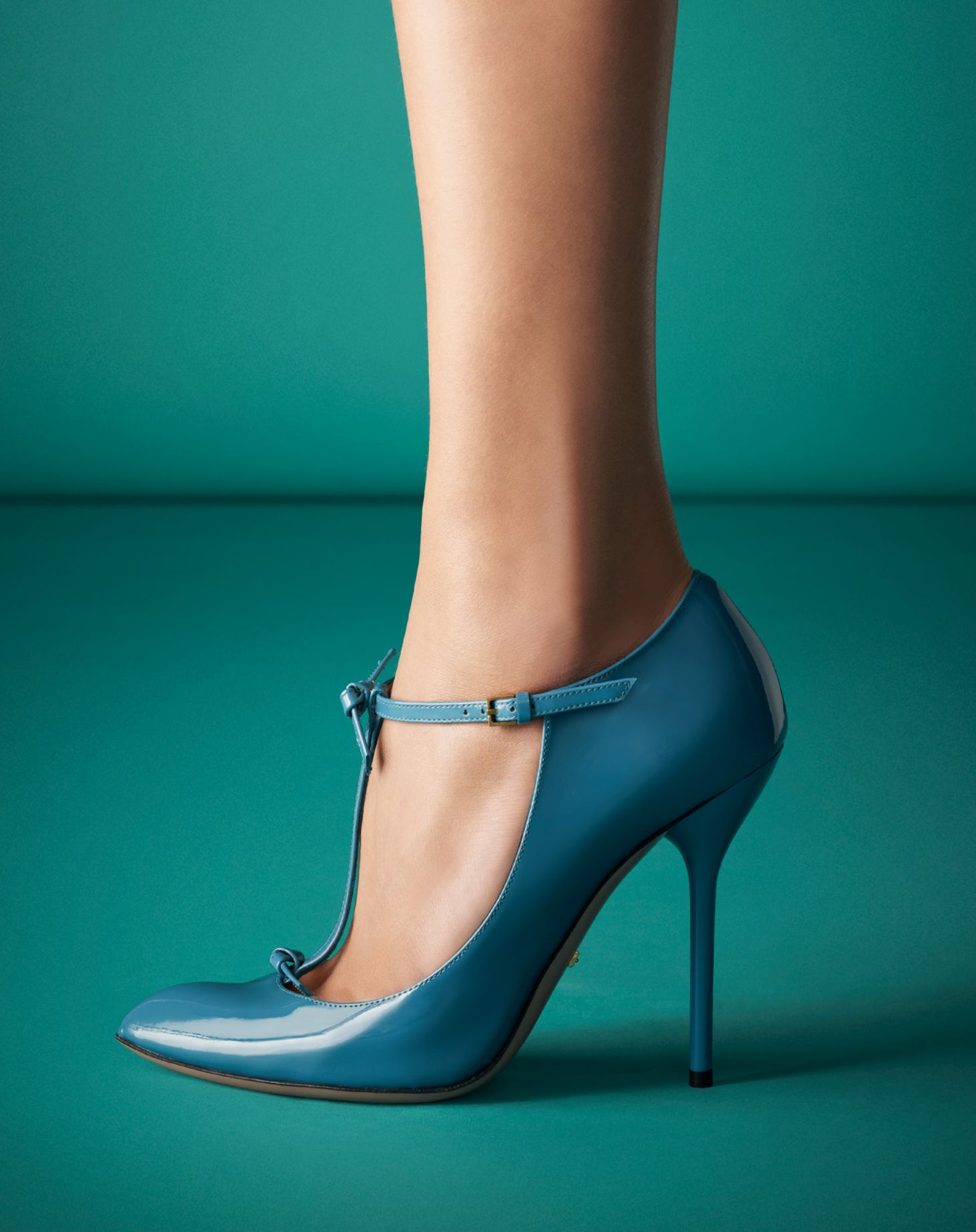Gucci Patent Leather T-Strap Pump...I'd never wear them but they're gorgeous!