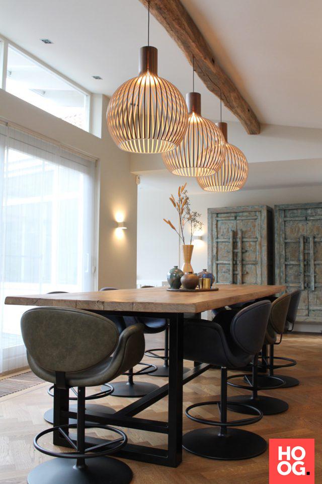 Moderne interieurs met houten eettafel en design for Houten eettafel design