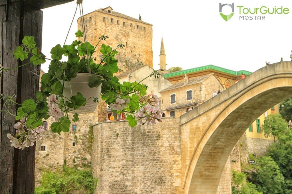 Blooming summer in the picturesque Old Town of Mostar. Visit our website: www.tourguidemostar.com #bloom #tourism #oldtown #mostar #oldbridge #visitmostar #tourguidemostar #explore #travel #bosniaandherzegovina