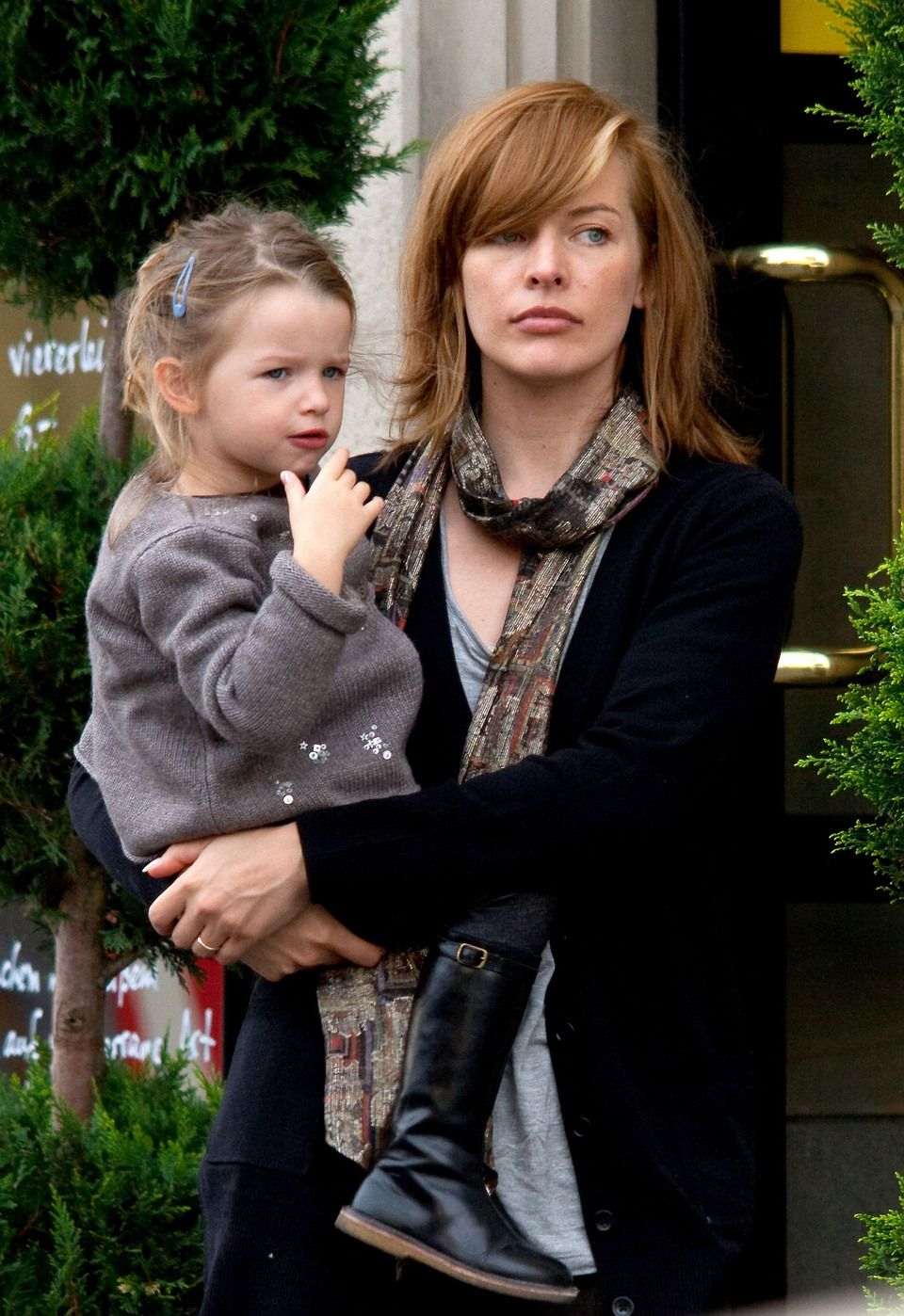 Three princesses: Milla Jovovich and her daughters fascinated the Internet 42