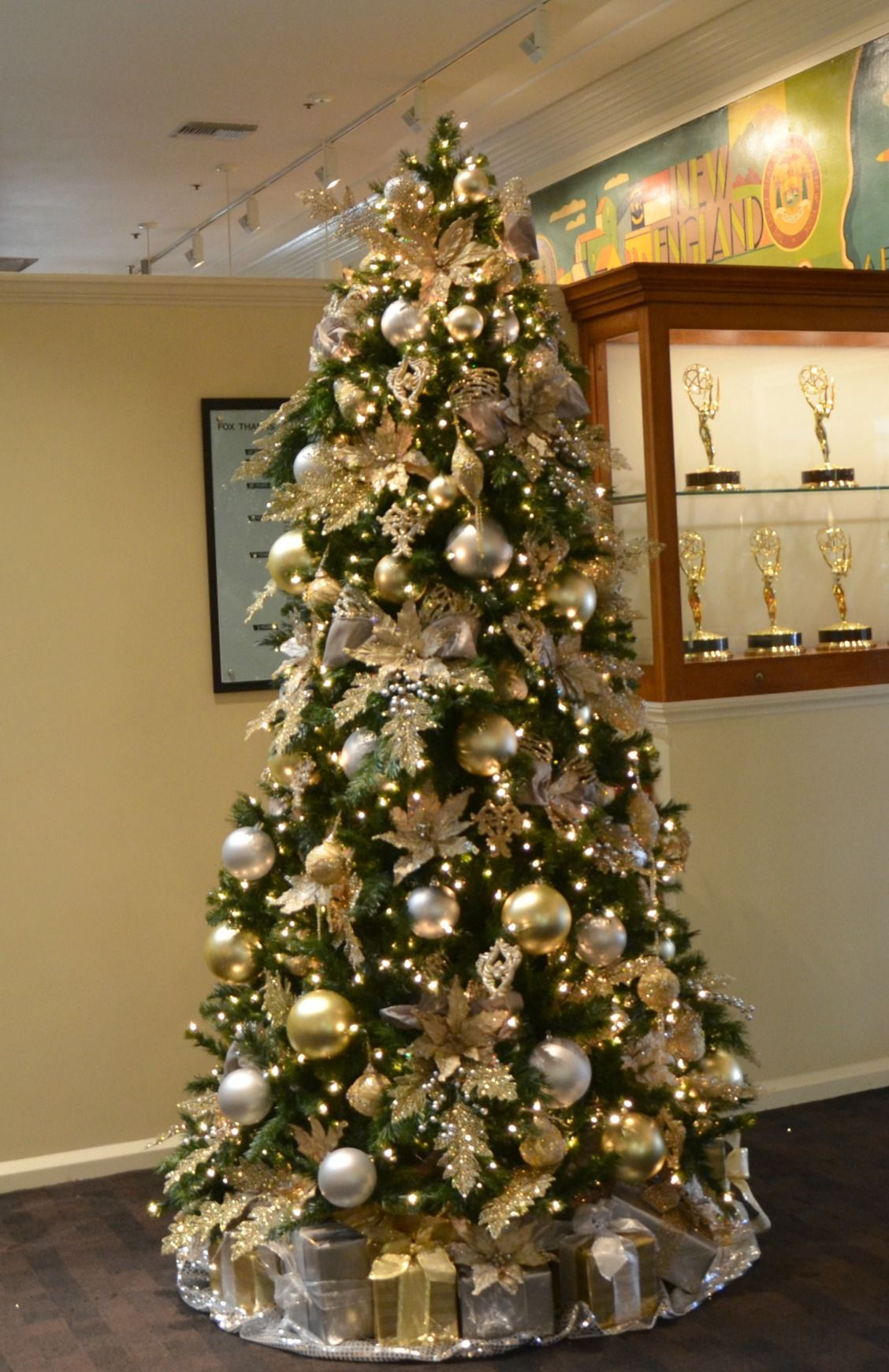champagne gold and silver decorated christmas tree rental commercial christmas decorator christmas tree rentals christmas decoration rentals - Rent A Decorated Christmas Tree