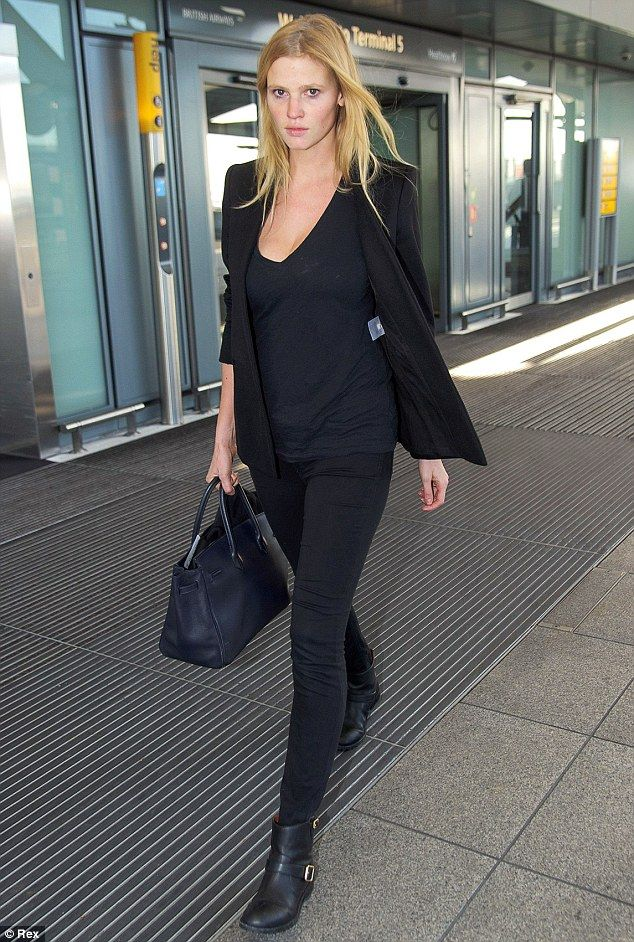 So chic  Lara Stone wore all black as she arrived at Heathrow Airport  following a flight from New York. (December 6 3c2b50d9f7a4