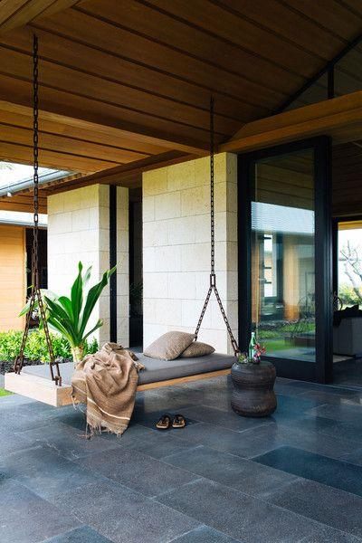 Paradise spa swinging
