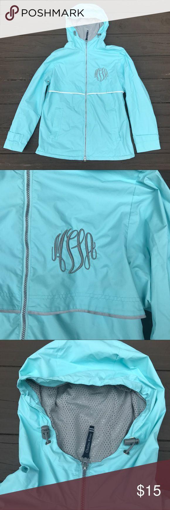 #Bu #Initials #Monogrammed #MVA #Raincoat #Rainy Day Outfit comfortable #Seafoam #Turquoise Seafoam / Turquoise Monogrammed Raincoat Your initials may or may not be MVA, bu...        Seafoam / Turquoise Monogrammed RaincoatイニシャルはMVAである場合とそうでない場合がありますが、どちらの場合もこのレインコートは非常に重要です。雨から保護する100%ポリエステルで、温かいジッパーポケット、ダブルジッパー、調節可能な手首のサイズ、調節可能なフード、およびいくつかの反射ストライプがあります。このジャ... #rainydayoutfitforwork