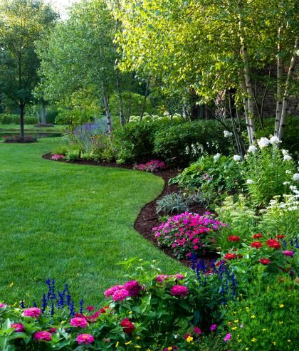 25 Simple And Beautifull Front Yard Landscaping Front Yard Landscaping Design Backyard Landscaping Designs Front Yard Landscaping