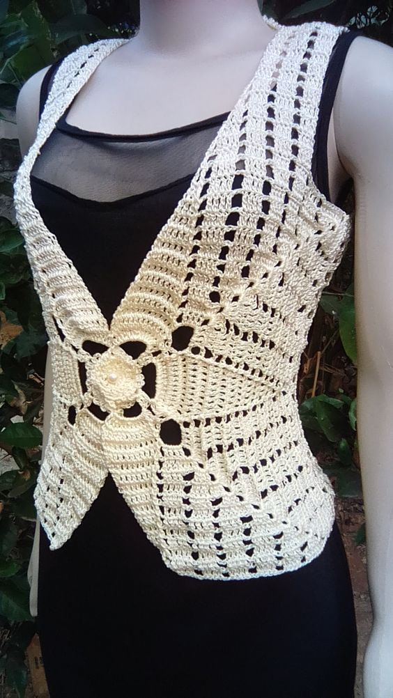 Colete de Crochê Com Botão Vídeo Aula | Yarn Creations | Croché ...