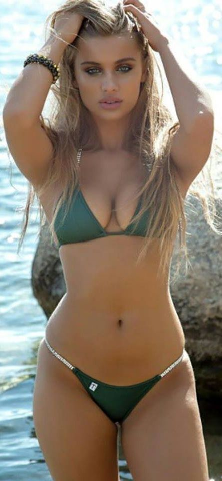 Pictures of hot bikini babes