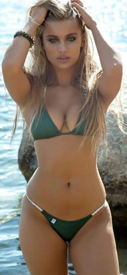 Super Bikini Babe 77