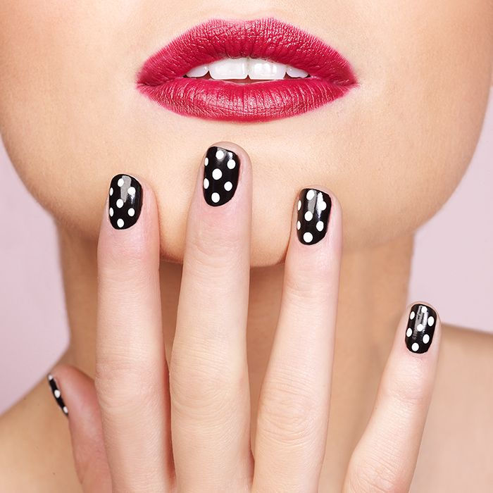 Make it a polka dot party! Paint a basecoat, let it dry for half an hour and then dot away! #nail #tutorial