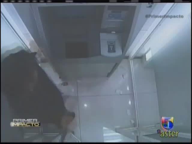 Hombre Destruye Cajero Automatico Por Que Se Le Olvido Su Clave #Video