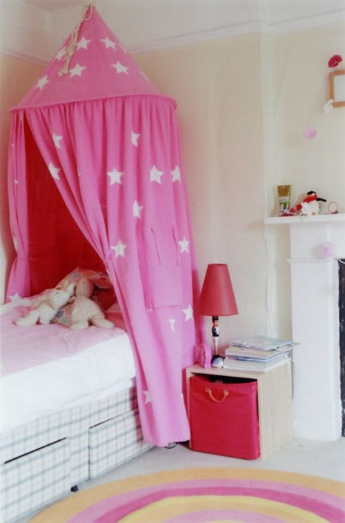 Make A Bed Canopy For Child S Room