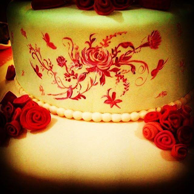 Bolo fina flor #bolopintadoamao  #bolofino #bolotemático  #boloprincesa #bolopintadoamão  #boloinfantil