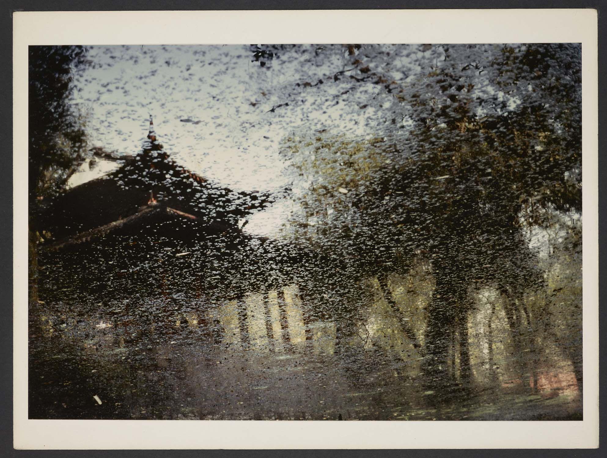 Michel Delaborde, Chine, (temple au travers d'une vitre) 1981-1982. © Ministère de la culture (France), Médiathèque de l'architecture et du patrimoine, Diffusion RMN-GP