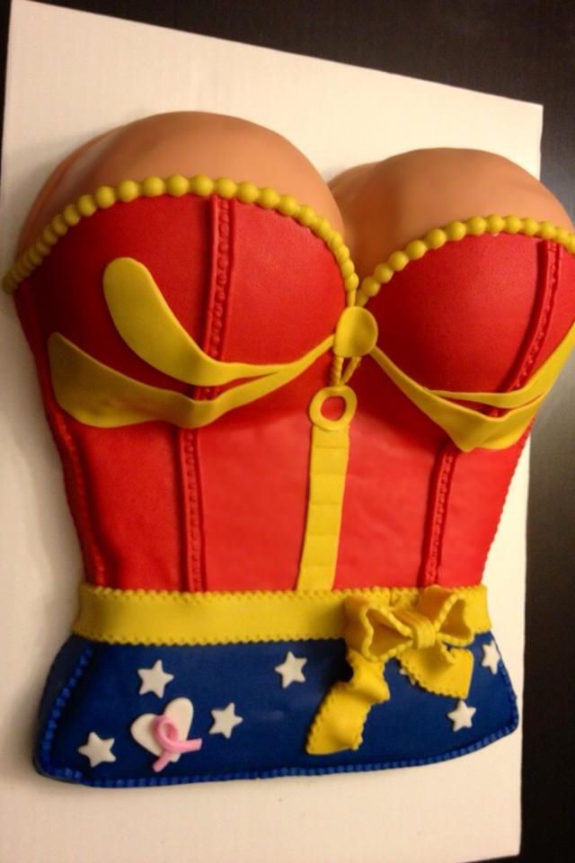 21feaf872b3 Wonder Woman Cake! I would love one of these for my birthday, @Geneviève  Lavoie Beaulieu Kell!