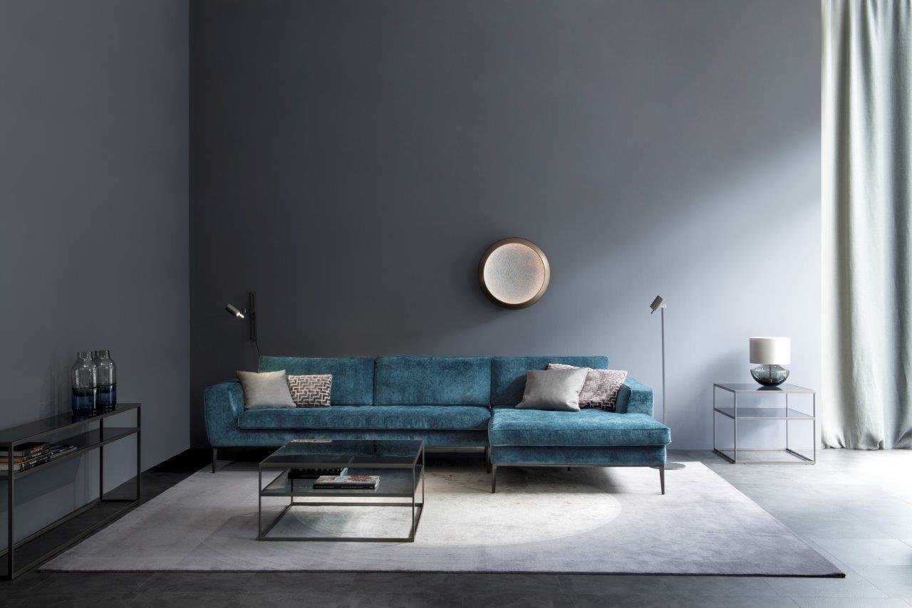 lord sofa und texus stehleuchte mit cameo tischen by. Black Bedroom Furniture Sets. Home Design Ideas