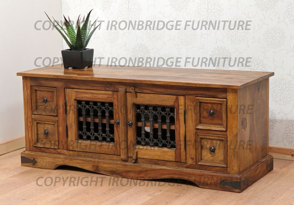 Long Low TV Stand Cabinet With 4 Drawers And A Double Door
