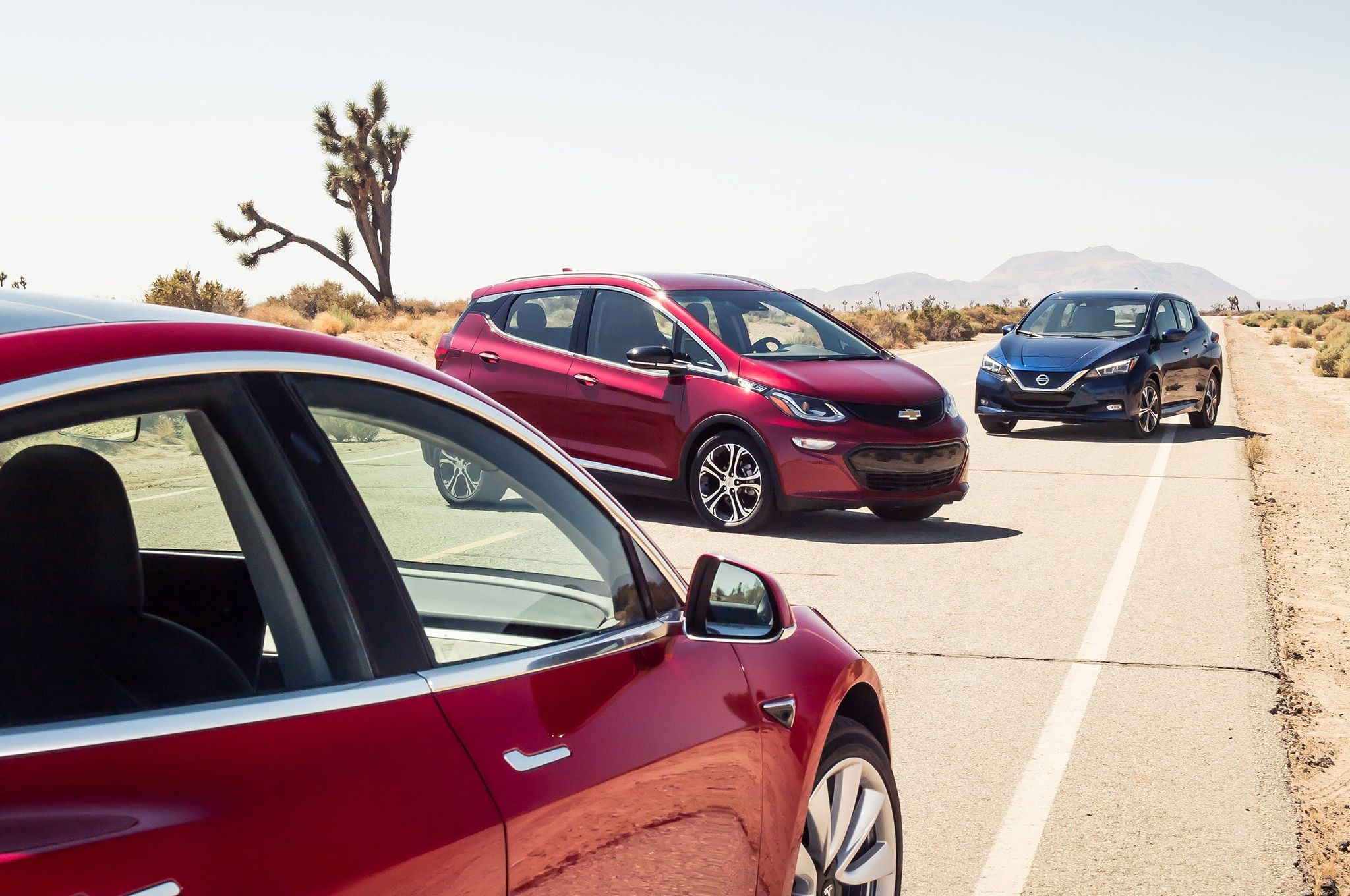 The Automobile 2 0 Chevrolet Bolt Ev Vs Nissan Leaf Vs Tesla