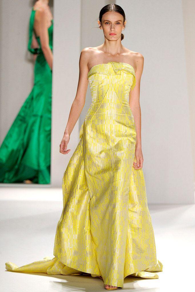 079146b15 Carolina Herrera Spring 2012 Ready-to-Wear Fashion Show - Aymeline Valade