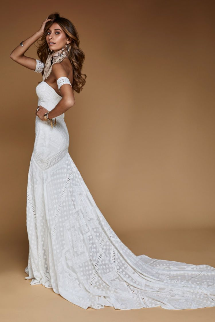 Knoxville Gown In 2020 Casual Beach Wedding Dress Gowns Wedding Dresses